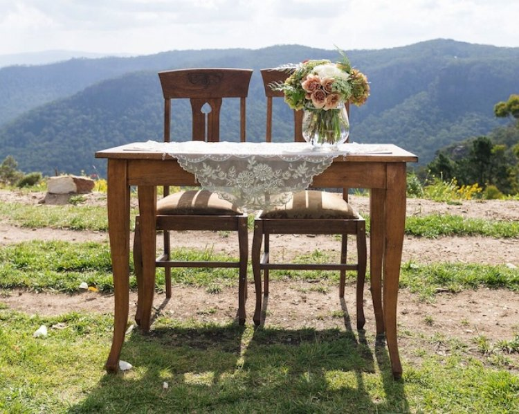 Vintage Curved Leg Signing Table